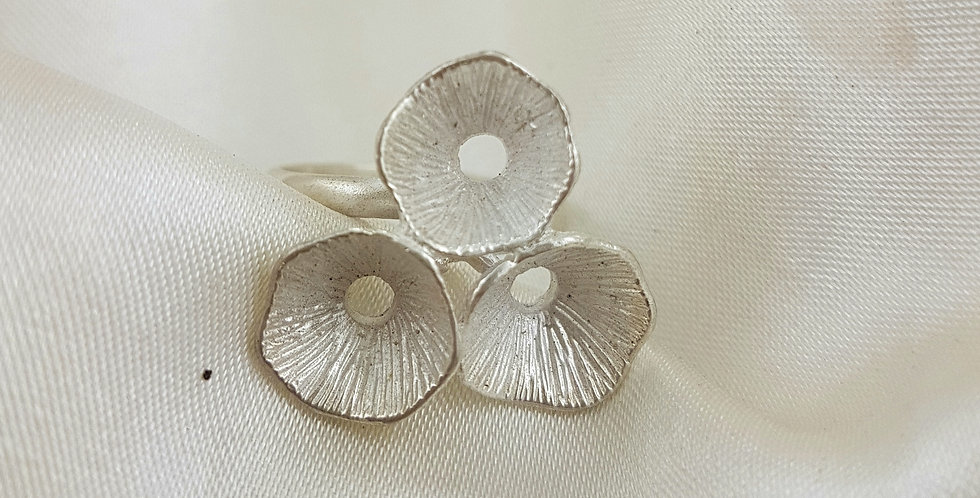 Sterling Silver 3 pods ring