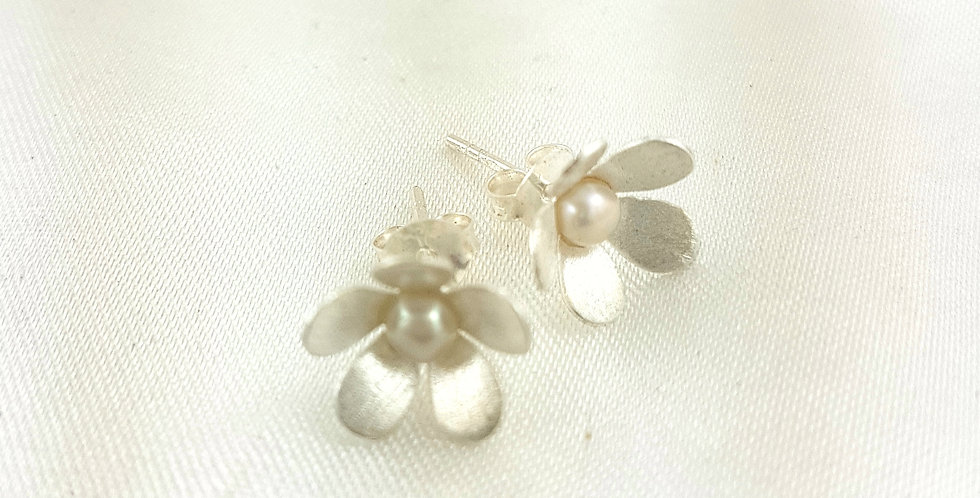 Sterling silver & pearl cute flower studs