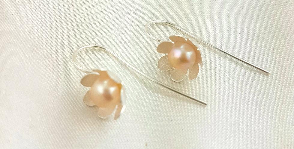 Sterling silver & pearl flower earrings