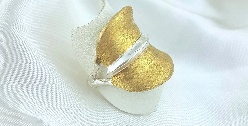 Gold oceanic ring