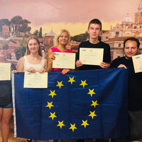 """Graduates from Kaišiadorys School of Business and Technology in Italy to """"Build"""" a Bridge"""