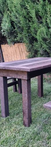 banco y mesa.jpeg