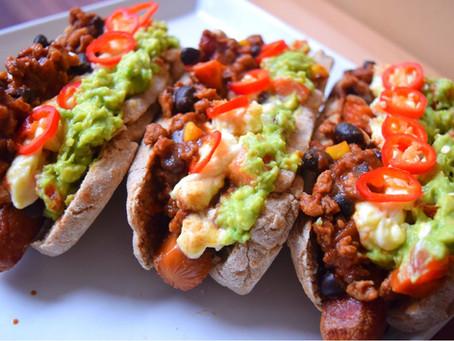 Chili Cheese Dogs mit Guacamole
