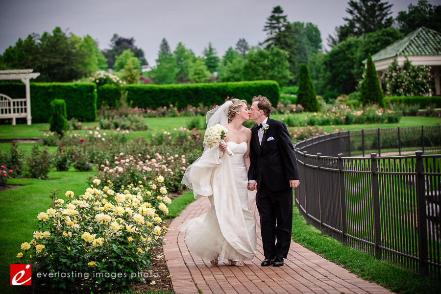 Kiss pretty Hershey Gardens Wedding weddings photography photographer pictures outdoor pics