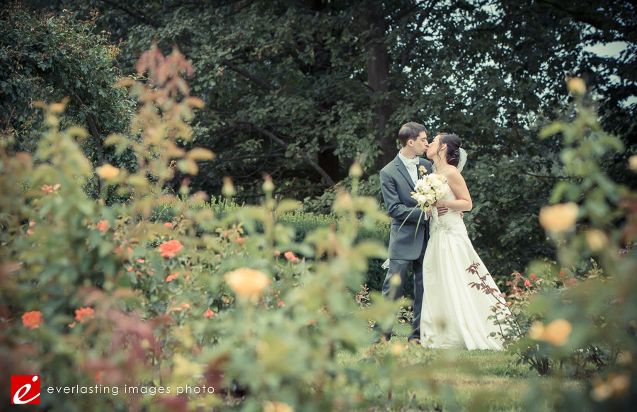 kiss nature Hershey Gardens Wedding weddings photography photographer pictures outdoor pics
