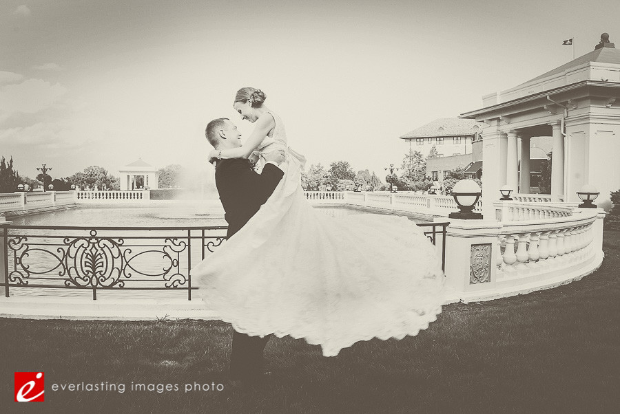 Hotel Hershey Wedding Photographer photography Couple outdoors