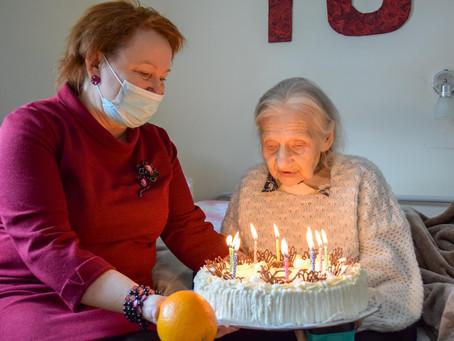 101. dzimšanas dienu svin pansionāta iemītniece
