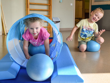 Kad zīdaiņu, bērnu un jauniešu attīstībā vajag fizioterapeita palīdzību