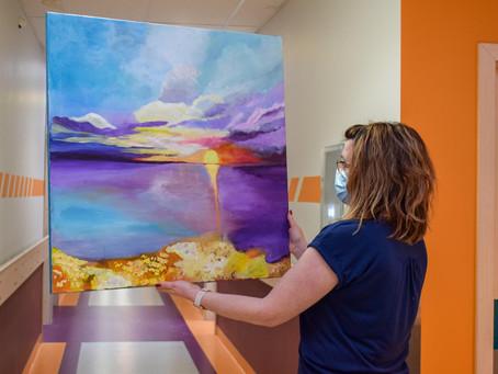 Paciente nodaļai dāvina gleznu