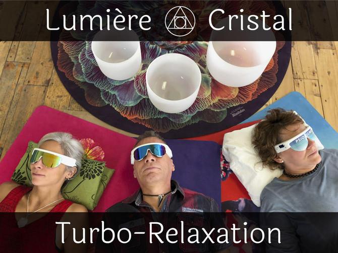 Turbo-relaxation avec la luminothérapie et les bols de cristal.