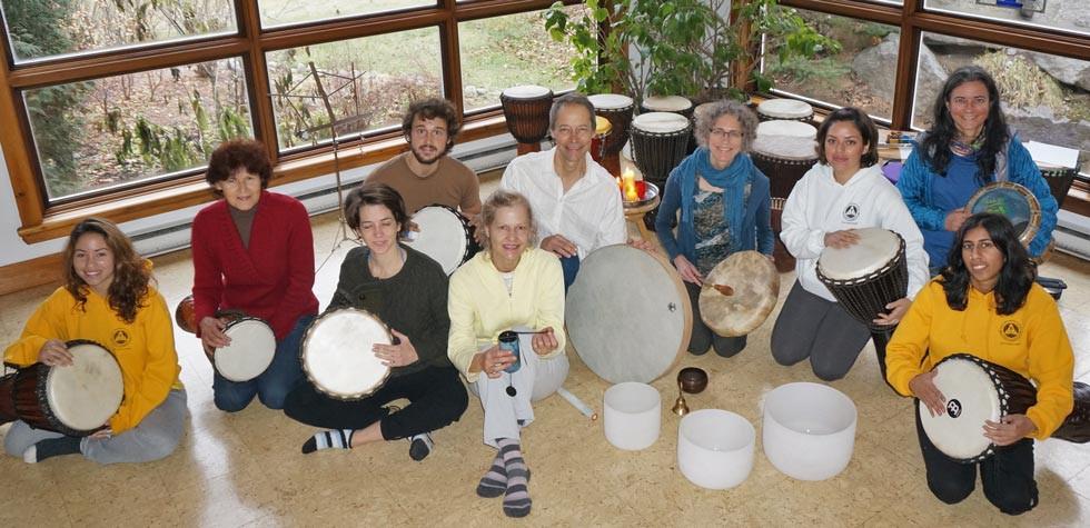 Chants sacrés et tambours à l'Ashram Sivananda Yoga de Val-Morin.