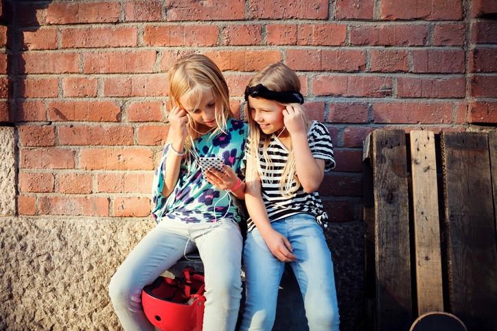 Ifølge Medietilsynet har 87 prosent av norske barn i alderen 9–11 år egen mobiltelefon. Tackl utvikler et mobilspill som skal gjøre det enklere for barn med skolevegring å gå på skolen og håndtere prestasjonsbasert strev og sosial angst.