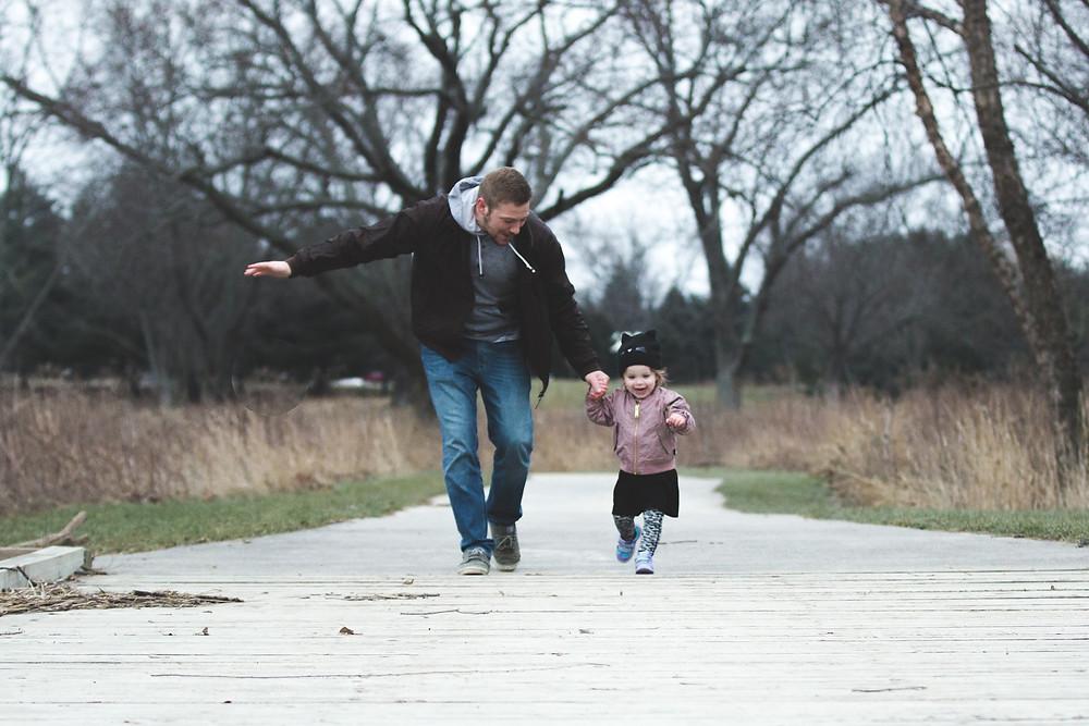 Neurodermitis 6 Tipps die helfen Pyjamahose Vater und Kind