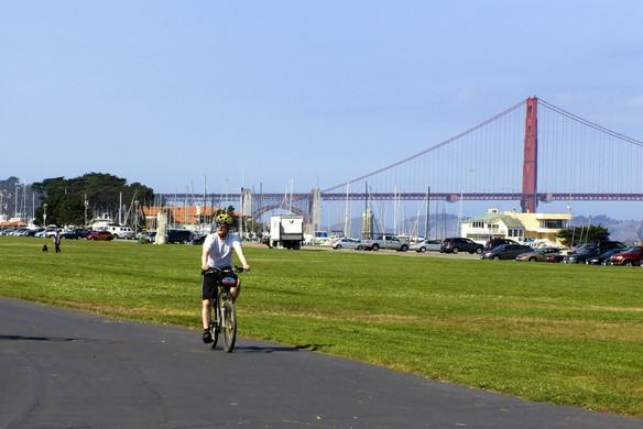 marina-green-bike-riding-with-gg-bridge-