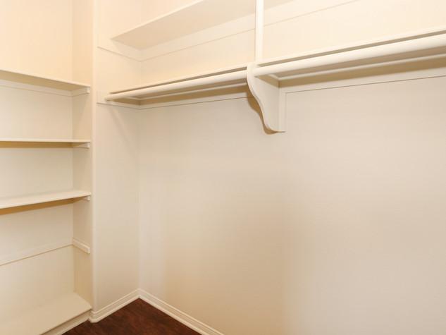17_Closet.JPG