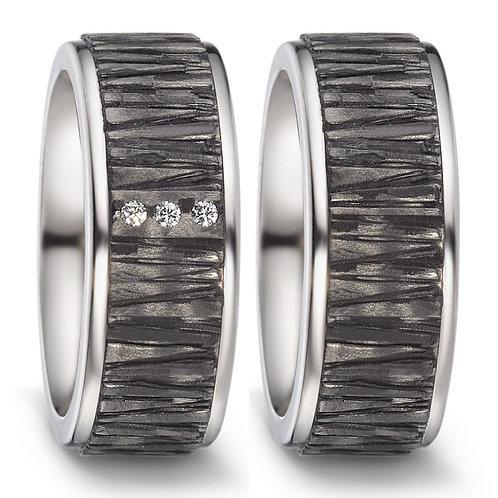 Ringe aus Carbon/Titan mit Brillanten