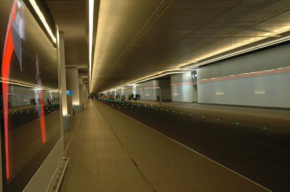 LED-Lichtband, Fassade der Vorfahrt am Terminal 1, Flughafen Frankfurt am Main