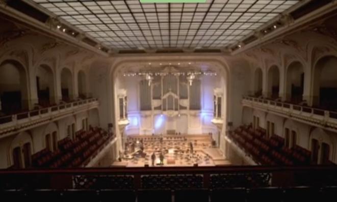 Blick auf die Bühne im großen Saal