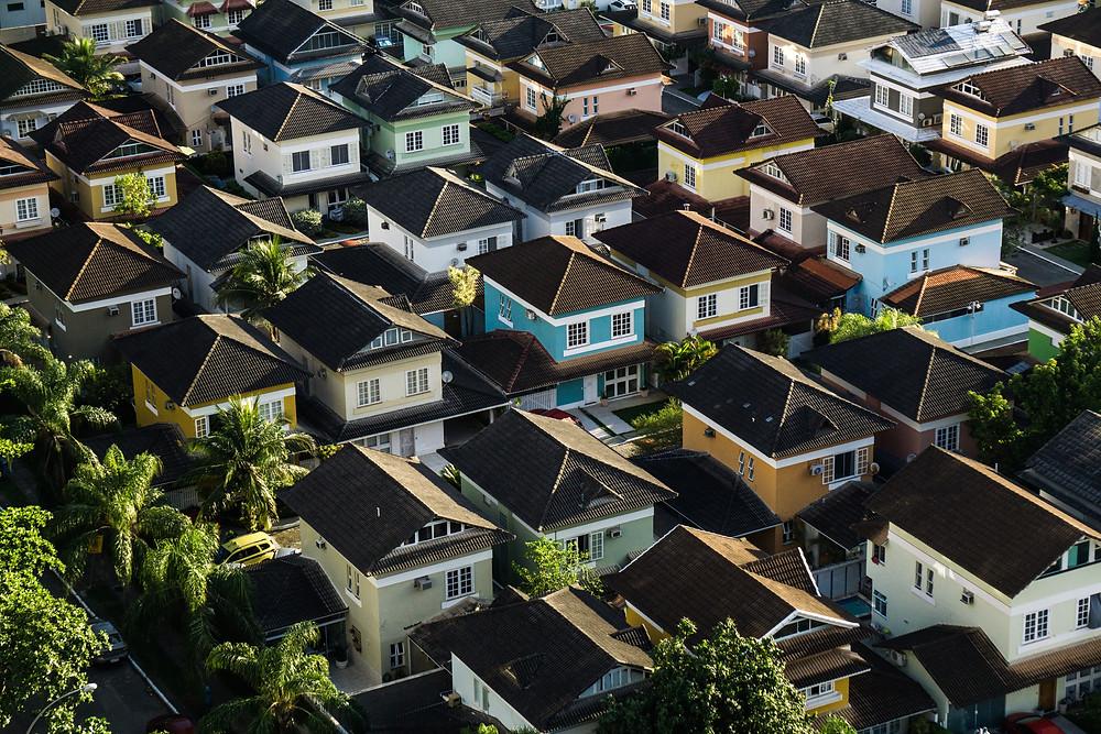 Photo d'un lotissement où toutes les maisons sont identiques