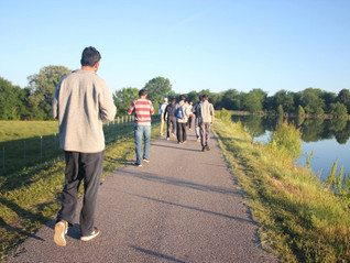 'Team Fajr' engages youth in morning hike