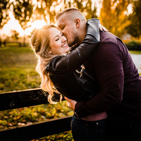 4 TIPS TO HELP YOUR ENGAGEMENT SESSION FEEL MORE NATURAL!