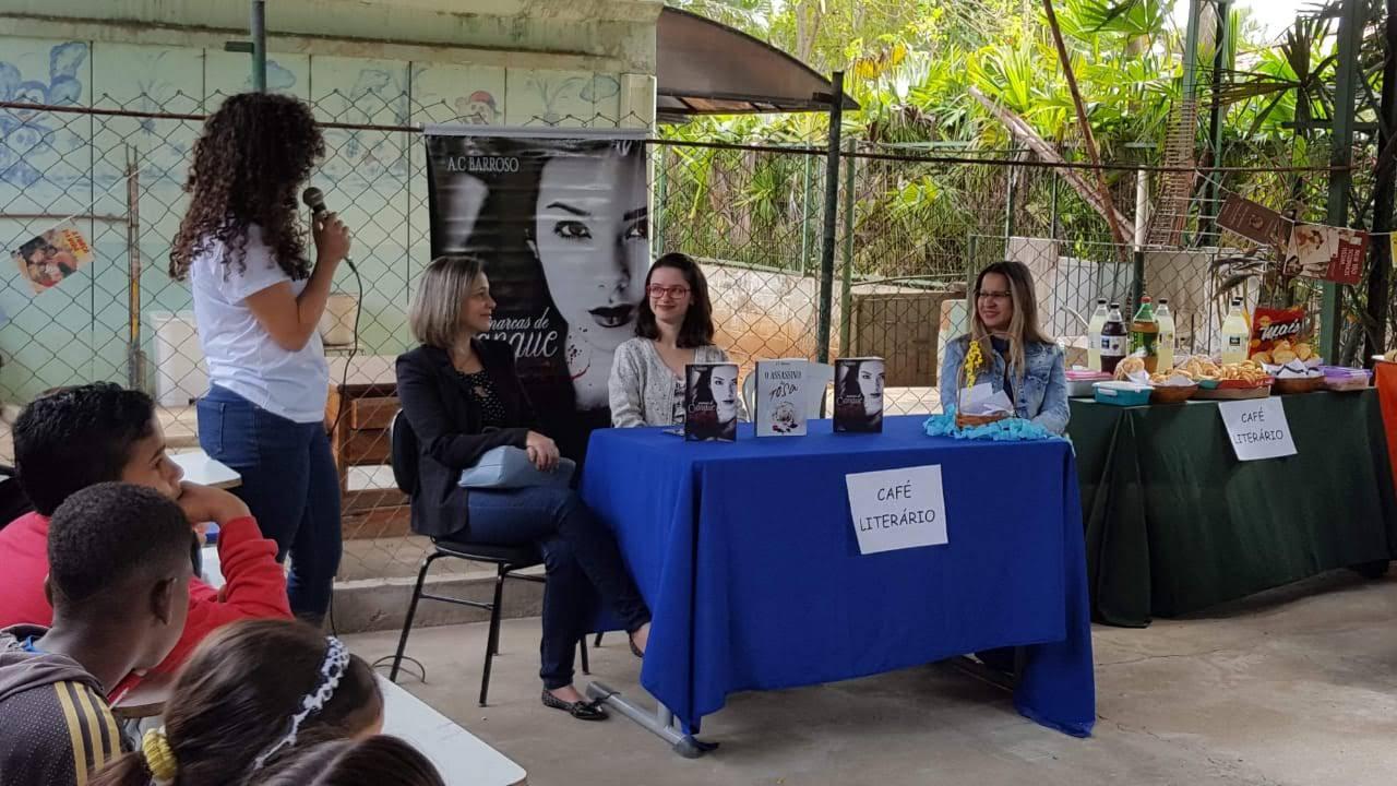 Café literário da Escola Bezerra de Menezes em Itaperuna-RJ