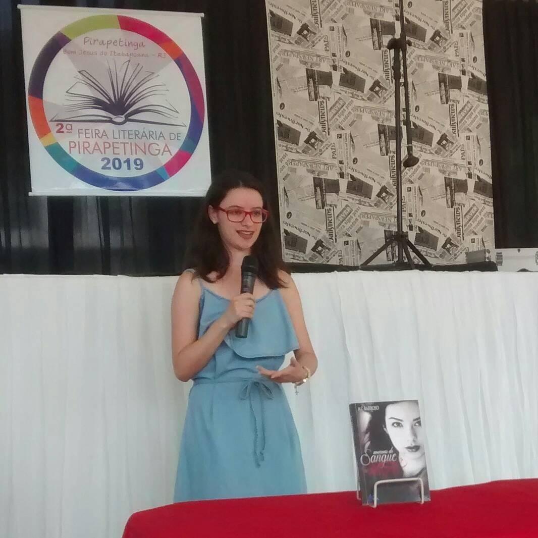 Apresentação na II Feira literária de Pirapetinga