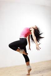 Les cours de Jazz s'adressent aux adultes qui aiment danser et qui souhaitent se défouler sur les musiques rythmées.