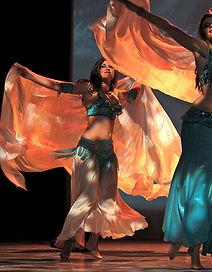 Les cours de danse orientale moderne sont assorties d'exercices de renforcement musculaire et d'un travail de coordination du corps.