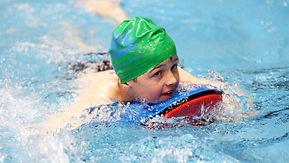Une formule progressive de cours collectifs de natation pour les enfants de 4 à 12 ans.
