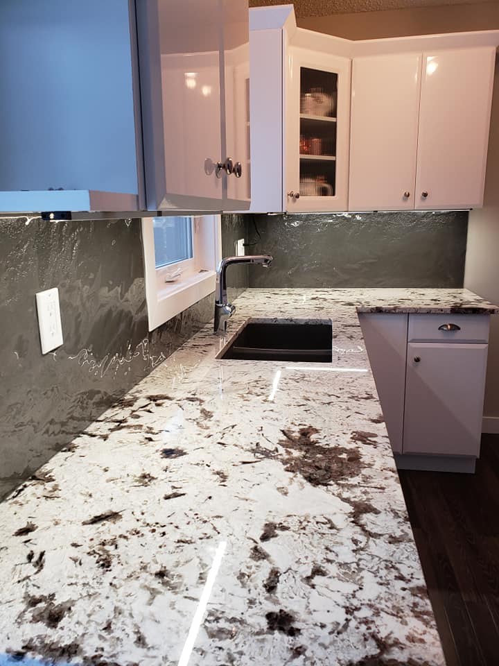Kitchen Countertop & Backsplash