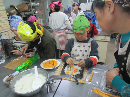 ゆきキッズクラブ 第6回 料理教室 巻き寿司 2月1日
