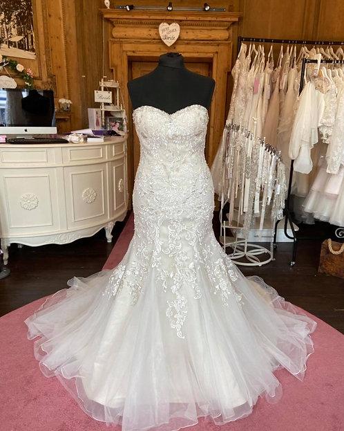 Donna Lee 'Amelie'Wedding Dress