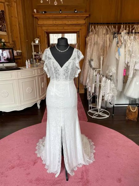 Alma Novia Wedding Dress