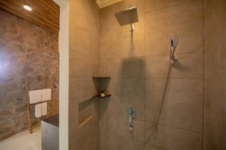 que-toi-village-beachfront-villas-bathro