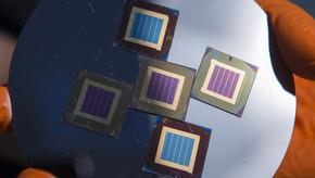 Silicon-perovskite tandem solar cell with record 27.7% efficiency