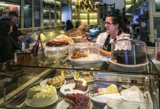 """Tartas y hamburguesas de lujo""  La Opinión de Tenerife"