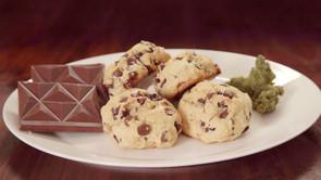 The Smoking Pot: Chocolate Chip Cookie