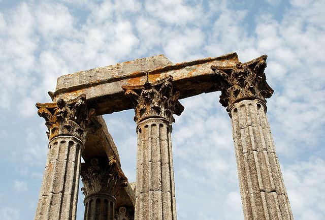 evora-portugal-templo-romano.jpg