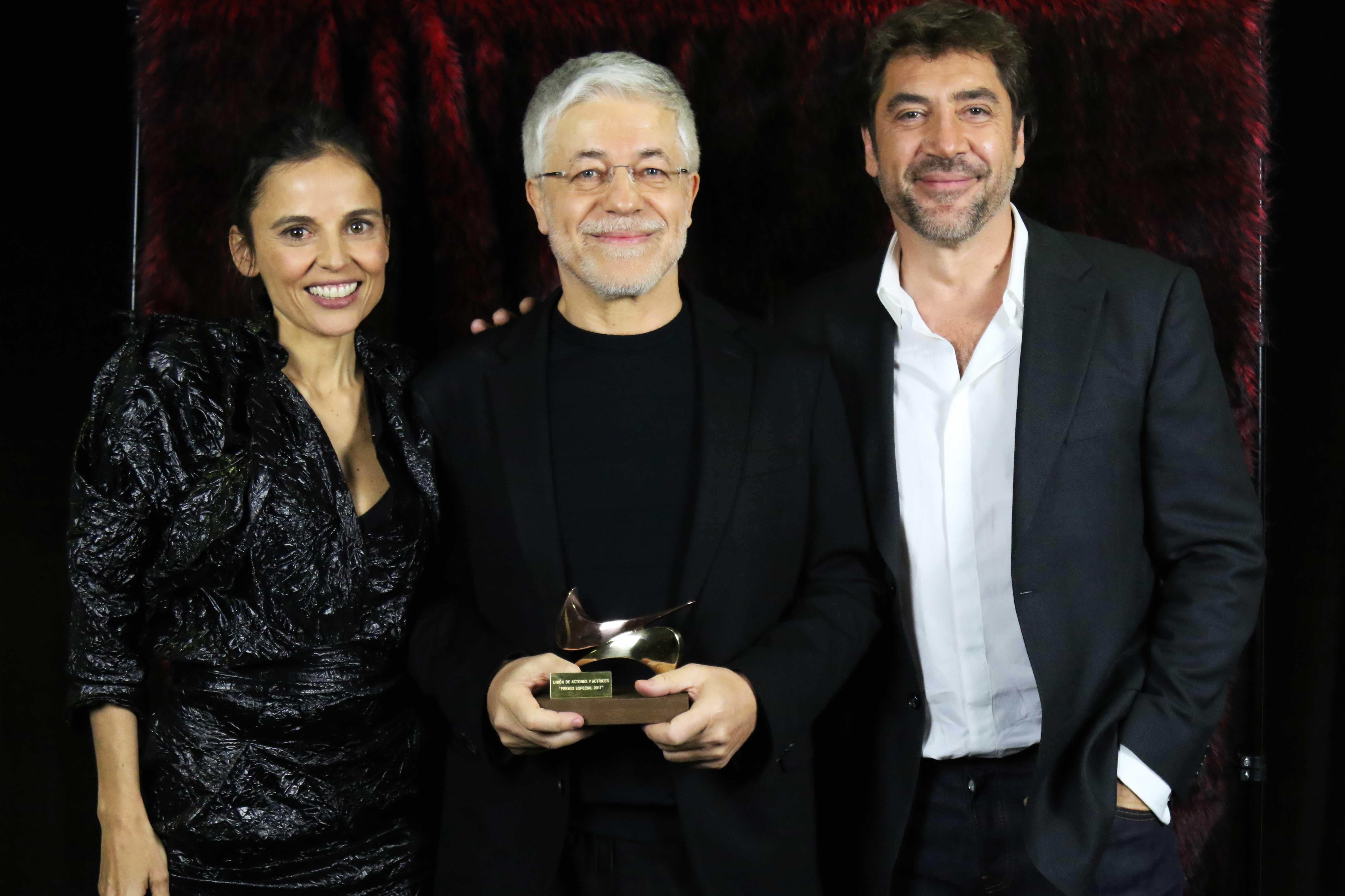 Juan-Carlos-Corazza,-Elena-Anaya-y-Javier-Bardem