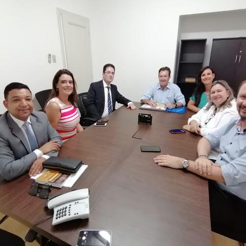 Movimento Nacional pela Advocacia Pública leva PL dos honorários a Luciano Ducci em Curitiba