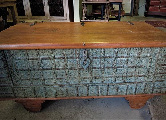 wheeled coffee table box