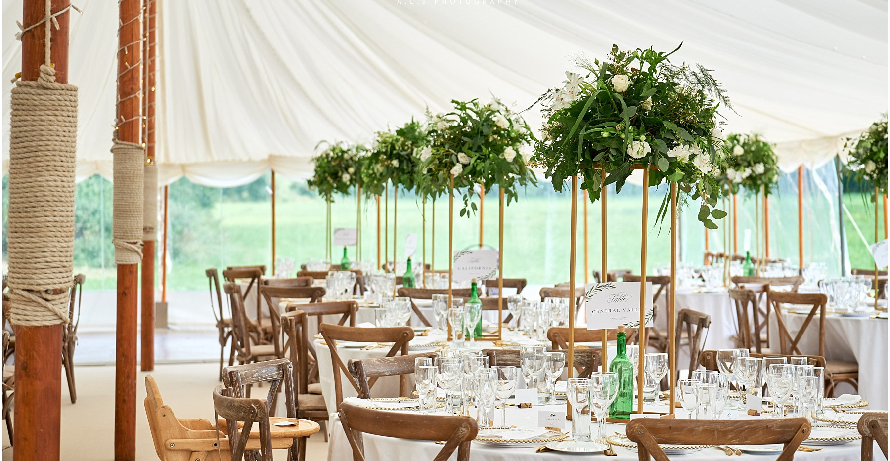 Stylish marquee wedding flowers