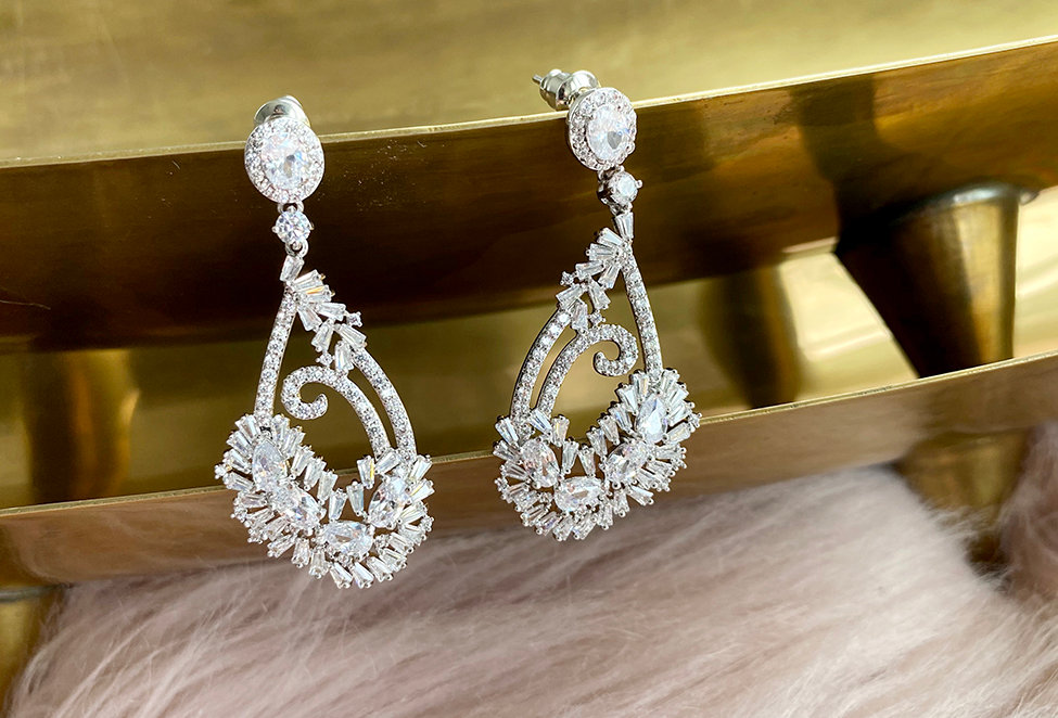 Dazzling Crystal faucetted Earrings