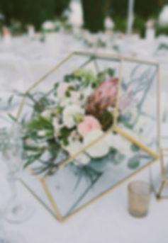 modern-gold-geometric-vases-spring-weddi