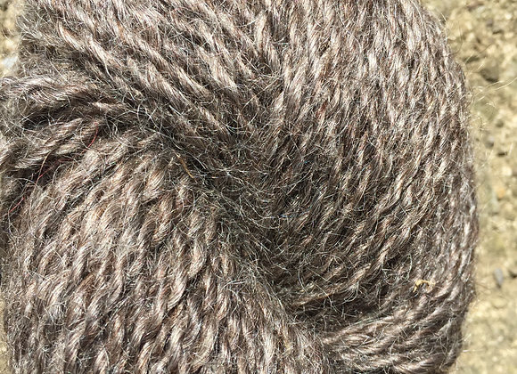 Yarn [Natural Black - Approx. 250 yards - 80% Wool/20% Mohair]- Und