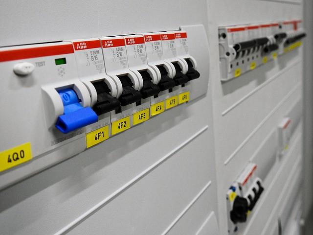 子(小)ブレーカーが落ちて電気が消えるときの対処方法