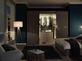 High-gloss lacquer sliding doors