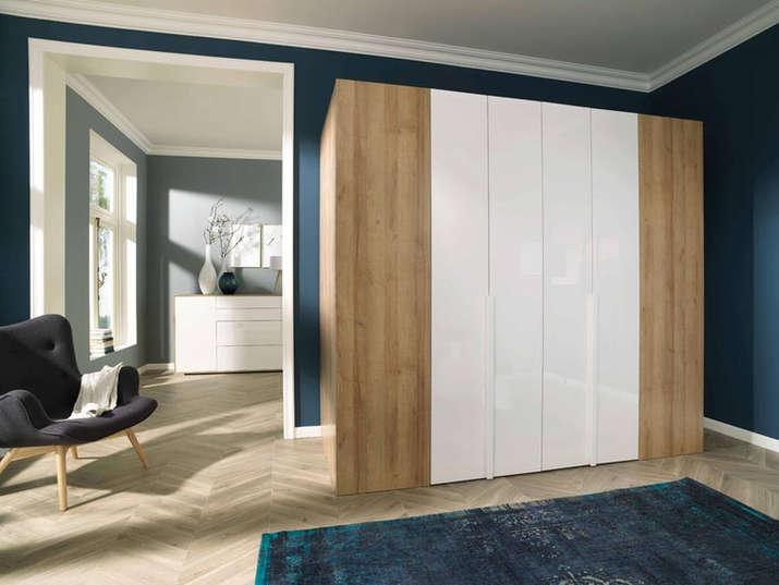 A hinged and folding-sliding wardrobe