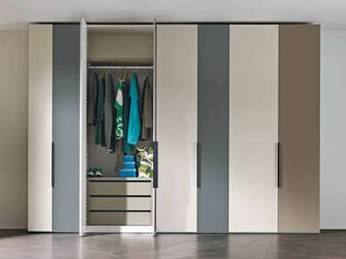 Hinged wardrobe in a medley of colours